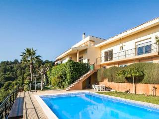 VILLA ROSA BARCELONA, SEA VIEWS,BIG POOL,FREE WIFI, Santa Susanna