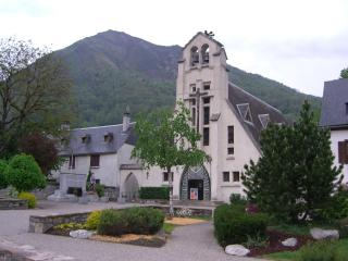 Beautiful Pyrenean chalet sleeps 2-18 over 3 floor