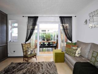 2 Bedroom Holiday Apartment in Croydon to Let