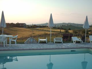 Panoramic apartment in Chianti with swimming pool