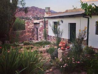 Villa Nanin Casa de adobe blanco Tilcara
