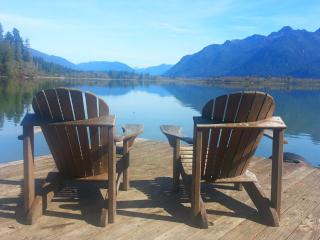 COTTAGE PEAKS / Best View On The Lake!, Quinault