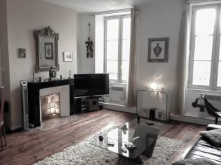 Luxury apartment-heart of Bordeaux-classified 3***, Burdeos