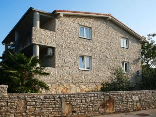 Villa Andi - Spacious stone house with views of Na