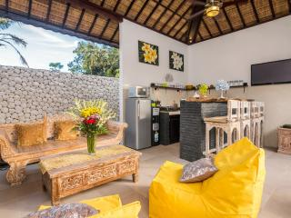 THE ENTIRE TWO BEDROOM VILLA SLEEPS 4 GUESTS, Jimbaran