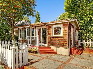 Ballard Cottage- Brand new to Sea to Sky Rentals!, Seattle