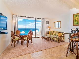 Ocean views - 1 bedroom, AC, WiFi, pool, parking.  Close to beach.  Sleeps 4., Honolulu