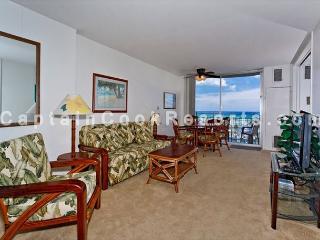 Ocean & yacht harbor views!  Walk to beach, shops, restaurants!  Sleeps 4., Honolulu