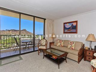 AWESOME Ocean and Diamond Head views!  Upgraded, includes A/C, WiFi, Parking!, Honolulu