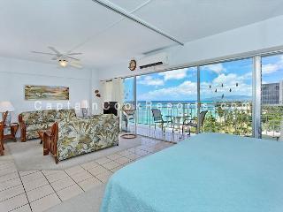 Beachfront 1-bedroom, full kitchen, washer/dryer, A/C, WiFi, sleeps 4., Honolulu