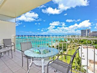 Ocean View!  Beachfront! Full kitchen, washer/dryer, A/C, WiFi, sleeps 4., Honolulu