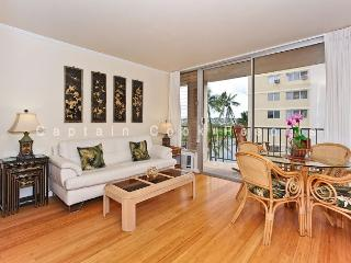2-bedroom, 2 bath – sleeps 4!  AC, washer/dryer, dishwasher, WiFi, parking., Honolulu