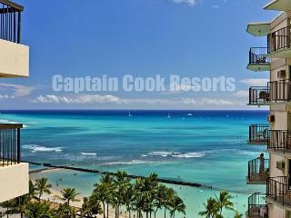 Deluxe Waikiki Ocean View 2/2 Condo with A/C, WIFI, pool, parking, sleeps 6!, Honolulu