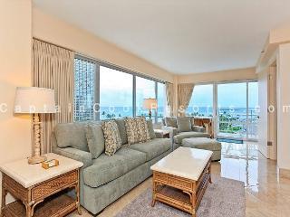 Luxury Oceanside/Beauty, FREE Parking/WiFi, 2/2, AC, W/D, Washlet, Sleeps 6, Honolulu
