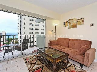 Great ocean-view one-bedroom with central AC; 5 min walk to beach, sleeps 3., Honolulu