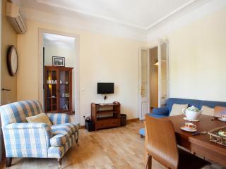 Gran Via Apartment. 10 minutes to Plaza cataluña, Barcelona