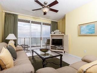 GD 502: Spacious beach condo-WiFi,full kitchen,pool,BBQ,FREE BCH SERVICE
