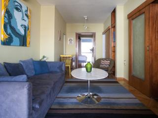 Compact 2 bed'm penthouse in Plaka, large balcony, Athens