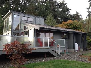 Two Bedroom Waterfront with 180 degree views, Langley