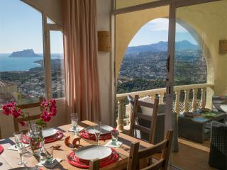 Holiday villa with pool overlooking sea & Moraira