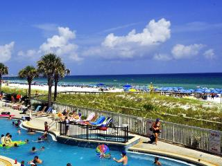 """Azure Unit 120""  Gorgeous 3 bedroom Unit, expansive deck, private entrance., Fort Walton Beach"