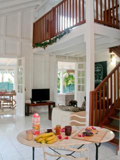 La cuisine  et le salon