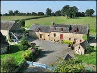 Le Pont Dauphin, Beautiful Farmhouse and Cottage, Louvigne-du-Desert
