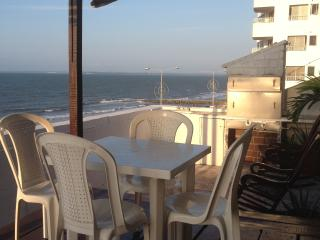 Great Priced Oceanfront Private Bed and Bath, Cartagena