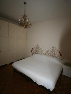 quine size bed room
