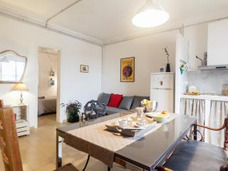 Roomy flat in Plaza Univesidad, Barcelona