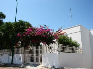 Cosy and clean holiday house close to the beach., Felline