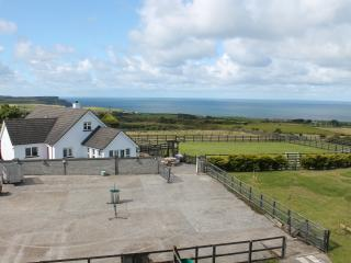 Seascape Lodge - Close to all the Causeway Coast attractions and golf courses, Bushmills