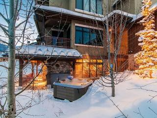 Vintage on the Strand with Ski-In/Ski-Out at Canyons Resort and Private Hot Tub, Park City
