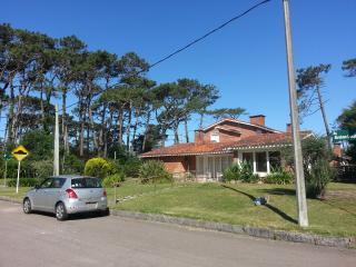 Hermosa casa a 2 Cuadras del mar- Parada 15 Mansa - Capacidad 9 huéspedes