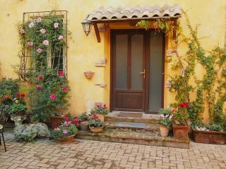 Vatican area, garden, terrace, jacuzzi, parking
