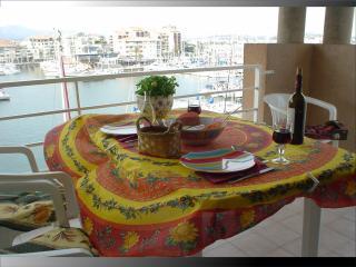 Superb top floor studio apartment view port y sea