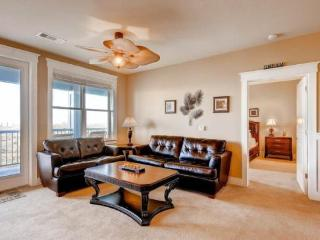 Bayfront condo, short walk to beach & Beach Club!, Galveston