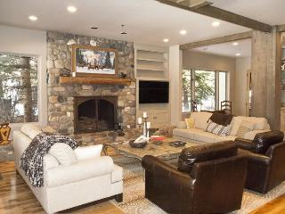 Park Circle West 108 A - Remodeled Luxury Townhome located on the River;, Ketchum