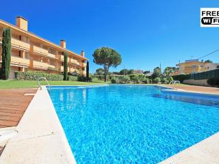 Apartment with pool in 7min from the beach, L'Escala