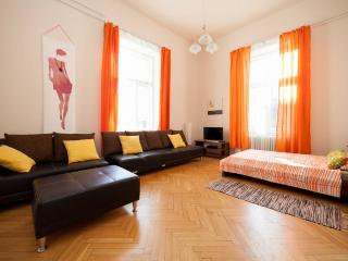 5BEDROOM 14BED 2.5BATH OLDTOWN ★FREE PUB-CRAWL, Budapest