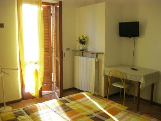Apartment near Assisi private parking and little g, Bastia Umbra