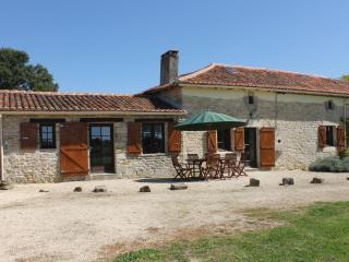 Detached Farmhouse, Private Pool, Family Friendly, 20% discount in July !