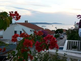 Comfortable apartment La Luna 6+2 persons, Hvar