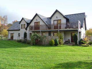 AN TORR, en-suite facilities, WiFi, private orchard, spacious cottage in Newtonm