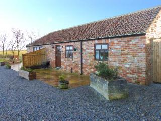 BLAKEY, semi-detached, red brick barn conversion, en-suite, romantic retreat, near Moorsholm and Saltburn-by-the-Sea, Ref 919674, Liverton