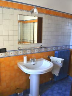 Dettaglio del bagno principale.