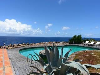 Cliffside retreat with expansive ocean views, Petit Cul de Sac
