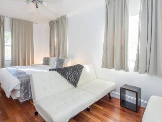 2 Room Resort Villa Suite (Enrique), Miami Beach