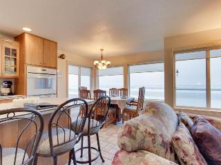 Waterfront, dog-friendly home w/ private hot tub - steps from beach w/ WiFi!, Rockaway Beach