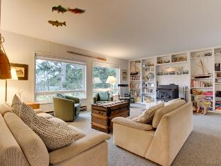 Cozy family-friendly house five minutes from the beach